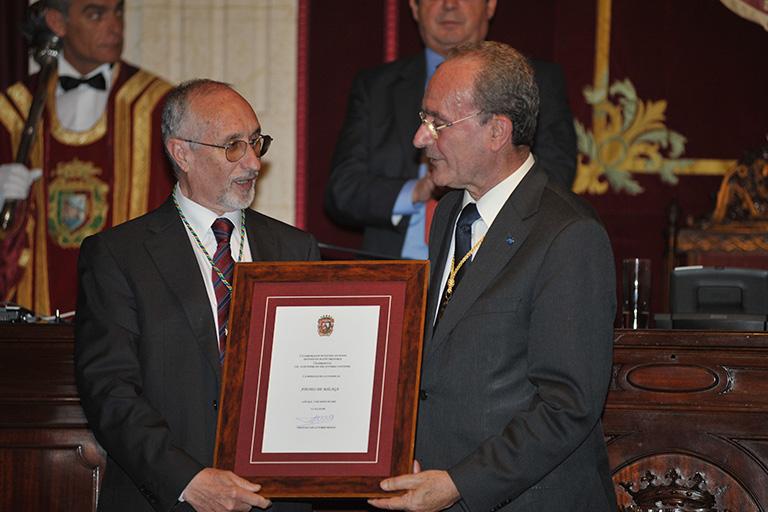 El Ateneo de Málaga recibe la Medalla de la Ciudad, 2009